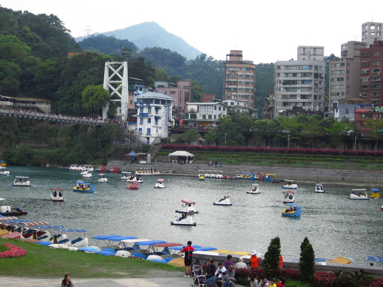 Visitors paddling along the river at Bitan Scenic Area